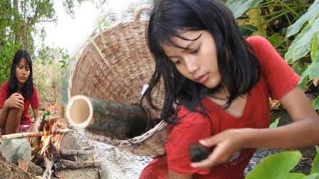 竹筒蒸福寿螺,蘸上秘制辣酱,那叫一个香!