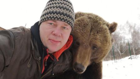 狗熊饭量太大吃穷主人,靠网友打赏养活自己!