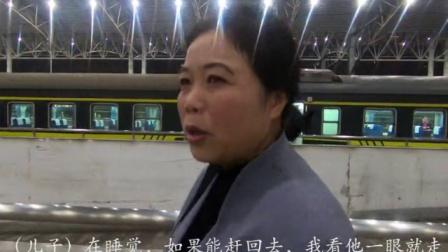 列车仅停靠半小时,母亲狂奔一公里见武警儿子!