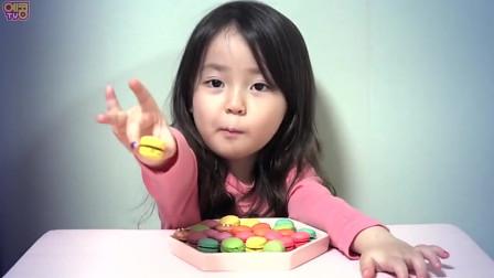 韩国小萝莉直播吃mini马卡龙,小女孩实在太可爱了,网友:看着就好饿