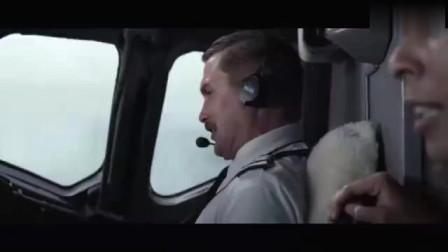 飞机遇险电影:空中飞机发生机器故障惊险迫降,飞机人员里逃生