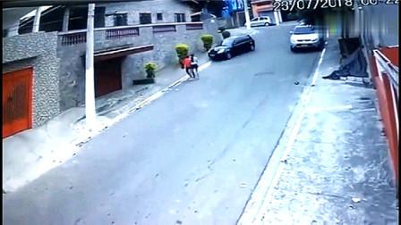 且行且珍惜,母女二人难得出门逛街,没想到意外说来就来