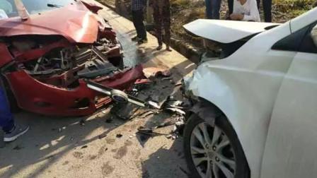 【重庆】轿车行驶时突然爆胎 与对向车辆猛烈相撞