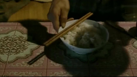 周星驰吃饭,一碗米饭饭一盘青菜,这就是生活
