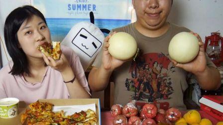 【大胖和软软】吃披萨和水果大餐! 吃货 吃播 美食 情侣