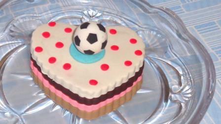 儿童玩彩泥:培乐多制作爱心生日蛋糕,上面还有个足球