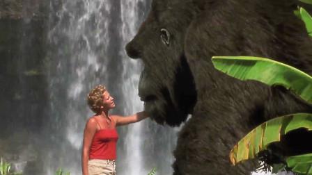 """森林里有个2000磅的""""大家伙"""",只有美女能摸,一般人根本不敢靠近"""
