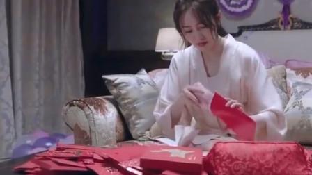 老婆数份子钱,谁知红包里的一个东西,竟让丈夫脸色大变!