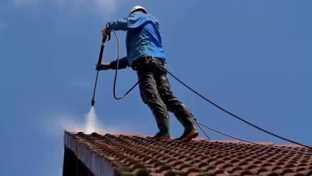 实拍老外翻新屋顶,这干净程度不敢想象,这才叫生活态度啊