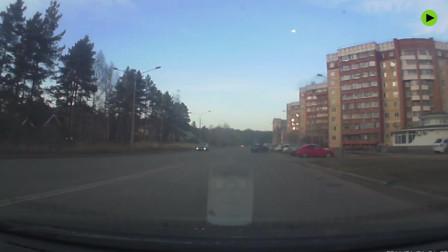 西伯利亚夜空惊现流星火球爆炸坠落
