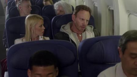小伙子坐飞机看到窗外有鲨鱼,告诉所有人却没人信,下一秒遭殃了