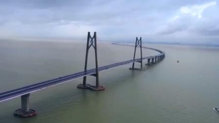 横跨珠江三角洲,全长55公里的港珠澳大桥,世界最长的跨海工程
