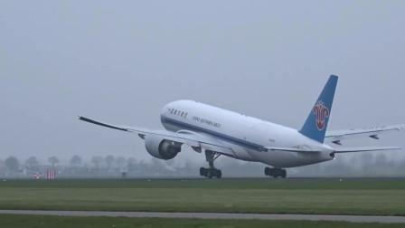 实拍南航波音777起飞!