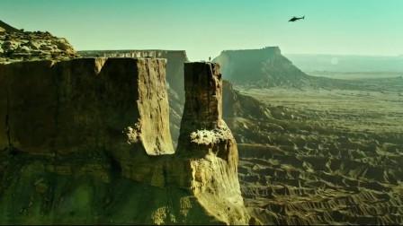 极盗者:小伙为了挑战自己,骑着摩托穿越悬崖,朋友意外身亡