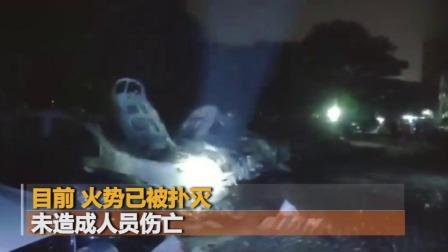 """广州一小区停车场起火 15辆车烧成""""火墙"""""""