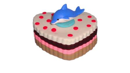 儿童玩彩泥:培乐多制作彩色爱心蛋糕,上面还有一只小海豚