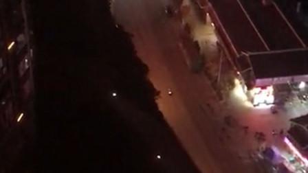 【重庆】飙车党深夜飙车扰人清梦 交巡警将其逮个正着
