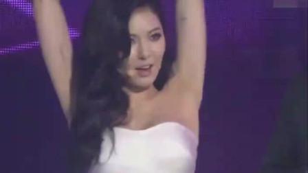 韩国热舞之泫雅,舞台上演唱经典歌曲,引领猫眼妆