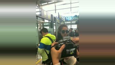 彭小苒签名签到陈星旭的照片后,反应太可爱了!