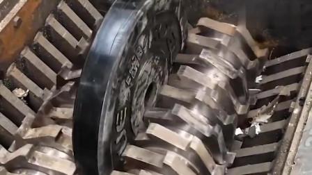 粉碎机的破坏力到底有多强?看完才知道,什么叫削铁如泥!