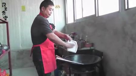 视频:民工食堂-工地大锅饭做河南捞面条, 民工呲溜呲溜吃了2大碗, 厨师都没饭吃2