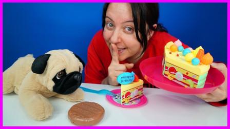 狗狗竟偷吃蛋糕!阿姨最后拿牛肉饼给狗狗吃?趣味玩具故事