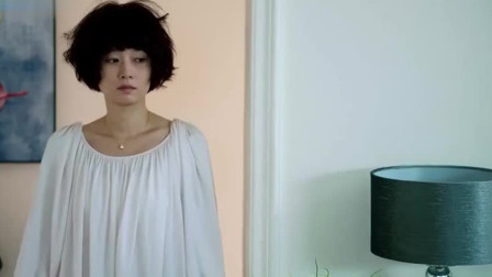 贺涵看惯了罗子君精致的模样,突然看见她这么邋遢,懵了