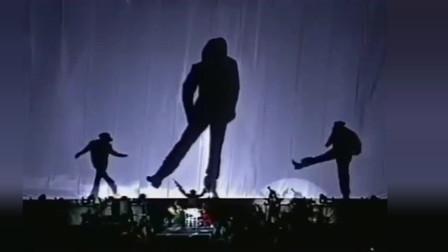 迈克尔杰克逊吉隆坡演唱会,白西服白礼帽演绎《犯罪高手》.mp4