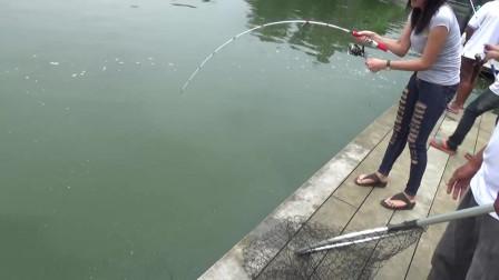 谁说女子不如男?美女钓鱼一点都不差!