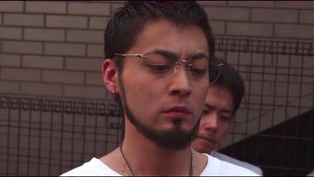 暗金丑岛君:大佬,日本上完厕所直接擦他身上!