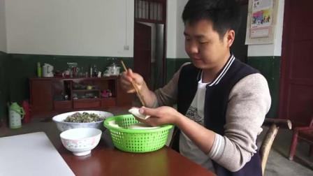 """农村美食:二哥回家""""吃饺子"""",5人围一桌,越吃越香"""