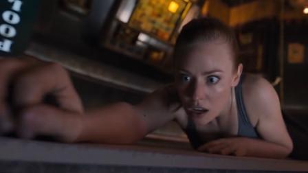 谷阿莫:5分钟看完2019解不开就得死的电影《密室逃生 Escape Room》