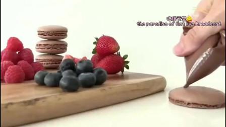 甜品制作:用巧克力草莓的做的小花,开花之后意外发现花芯居然是马卡龙做的