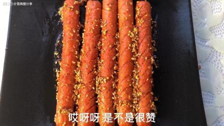 自制一元烤肠, 食材: 火腿肠 芝麻 辣椒面 香油 烧烤蘸料