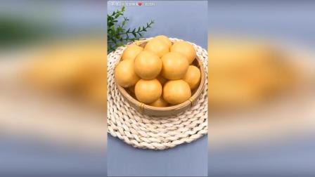 宝宝胡萝卜小馒头, 胡萝卜蒸熟榨泥, 加入面粉酵母白糖