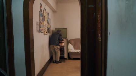 广州85岁退休老医生,自学英语翻译三本书,卖书期间交6000朋友