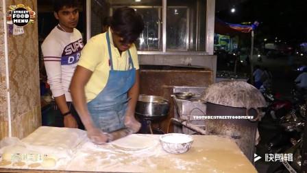 印度小哥:街头夜市卖印度飞饼,口味正宗价格便宜买的人都要排队
