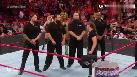 WWE:黑衣美女暴打肌肉男, 最后这个落荒而逃!