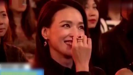 黄渤在颁奖典礼上:幽默调侃舒淇 林志玲,搞笑段子横飞,堪比脱口秀