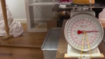 外国人沙雕发明系列,蛋糕传送带,一个自动配送蛋糕的装置