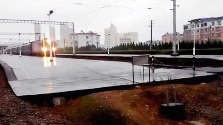 峰福铁路建瓯站 昆明开往福州的K637次列车鸣笛通过不停站