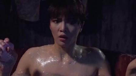 水放太多,郑裕玲洗澡木桶破裂,尴尬了