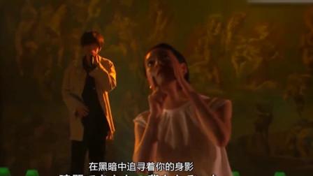 日本歌手遭灵魂舞者抢镜,网友:2分钟我要他全部资料