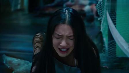 刘轩被人鱼族抓住,珊珊砍断触角放走刘轩,这绝对是真爱