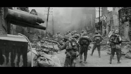 南京大屠杀:鬼子搜索南京妇女,战士用尽最后一滴血战斗,感动