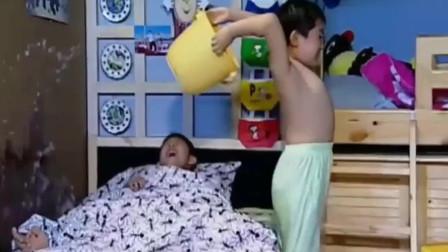 家有儿女:小雨想让自己感冒,结果苦的了刘星!