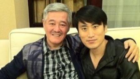 赵本山第59位弟子,家庭背景不简单,开360万的阿斯顿马丁