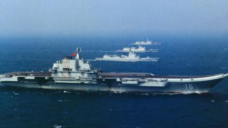 海军阅兵共32艘战艇,39架战机,编队依次检阅