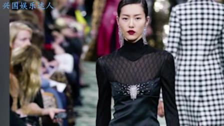 大表姐刘雯时装周耳坠滑落,看她的表现,网友不愧国模第一