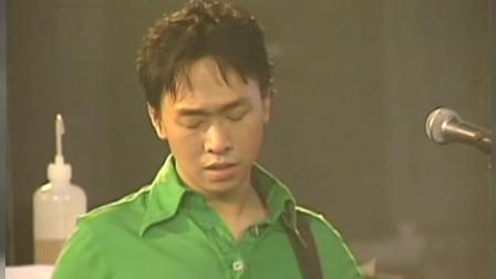 黄家驹去世后beyond首场演唱会,全场痛哭大合唱《海阔天空》